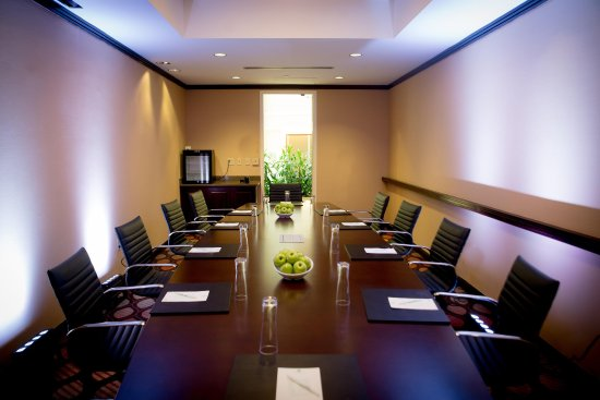 Embassy Suites by Hilton Alexandria-Old Town: Carlyle Boardroom