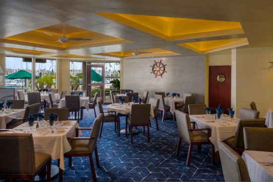 Bay Club Hotel & Marina: The Quarterdeck Restaurant