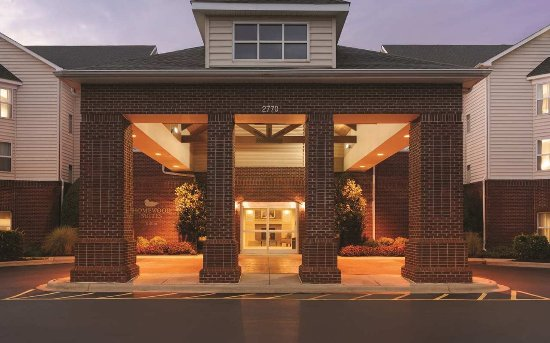 Homewood Suites by Hilton Charlotte Airport: Hotel Entrance