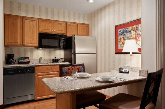 Homewood Suites by Hilton Fort Myers: Full Kitchen Area
