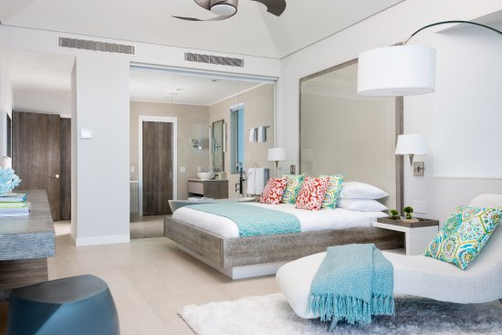 Grace Bay Club: The Dunes Pool Suite