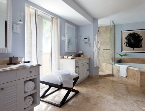 Grace Bay Club: Villa Master Bathroom