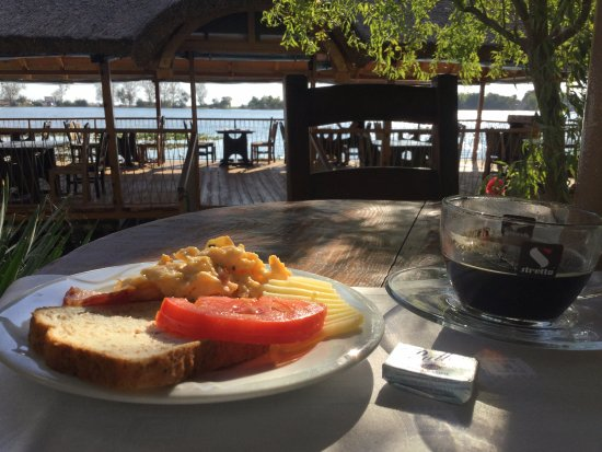 Hotel Insula: Breakfast on the lake