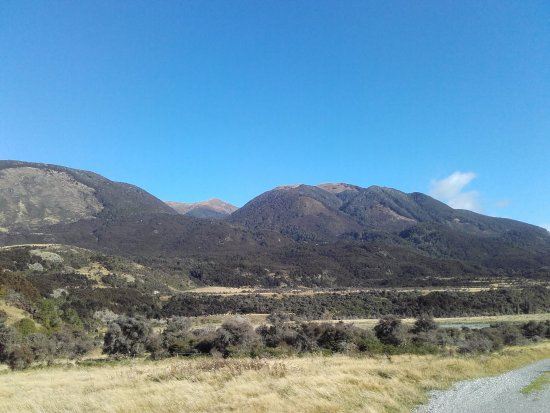 Blenheim, New Zealand: Roads to Molesworth from Hanmer in April 2016.
