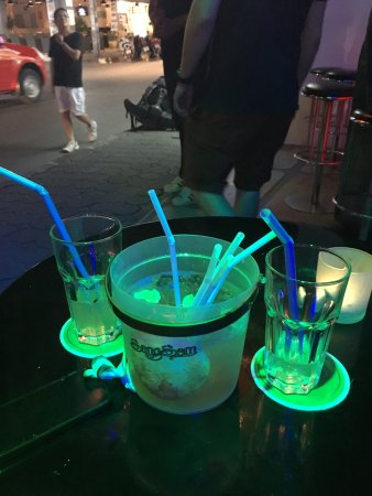 Bophut, Thailand: the leathal vodka bucket !