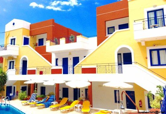 Astra Village Apartments : Vue du bâtiment principal