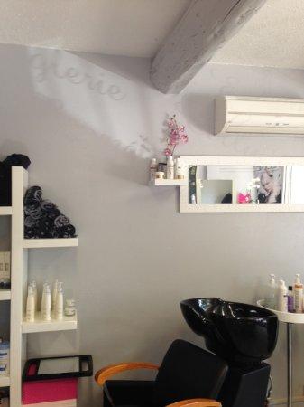 Aubignan, France : Le salon de coiffure