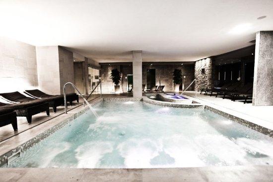 Bagnolo San Vito, Italien: Island SPA: piscina e idromassaggio