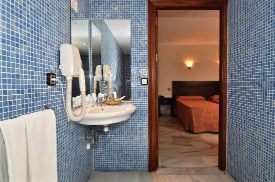 Hotel Averroes: HABITACION ADAPTADA MINUSVALIDOS