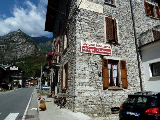 Mollia, Włochy: Visione laterale