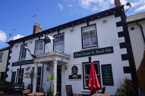 Goldsithney, UK: The front of the pub