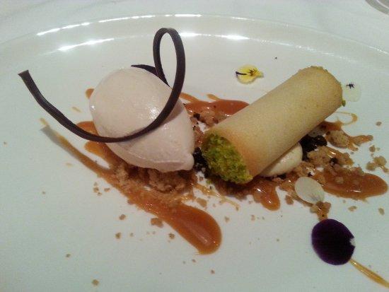 Hotel Gardena Grodnerhof: Cannolo al caffè con gelato di arachidi