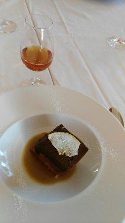 Excelente restaurante, fantástico local e ambiente envolvente, óptimo vinho