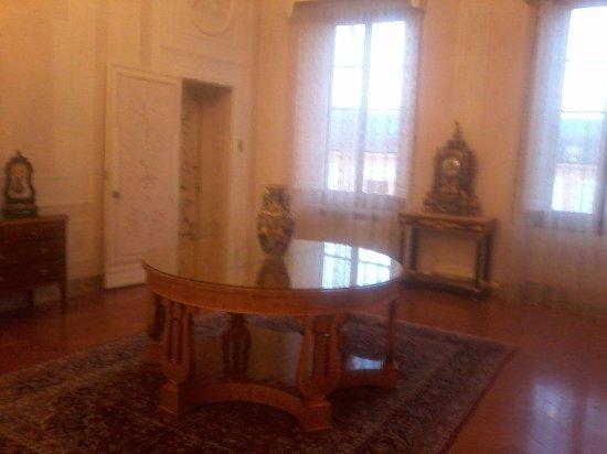 Villa Olmi Firenze: Il salone su cui affacciano le camere (sollo sfondo la suite I cigni)