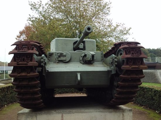 Museum of the Battle of Normandy: Tanque Churchill exterior delMuseo.
