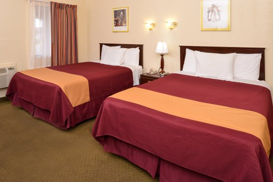 Americas Best Value Inn: Two Double Beds