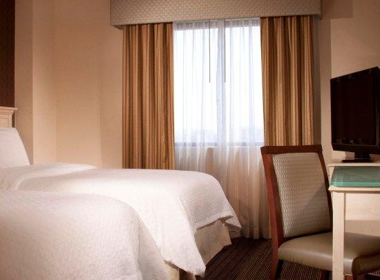 Embassy Suites by Hilton Las Vegas: Suite Two Double Beds