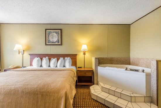 Quality Inn On the Strip: King Jacuzzi