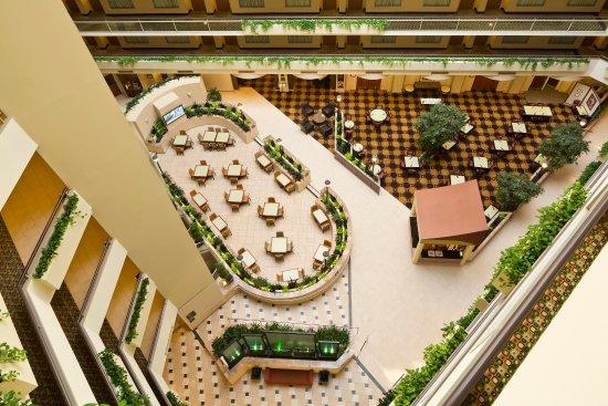 Embassy Suites by Hilton Secaucus - Meadowlands: Atrium