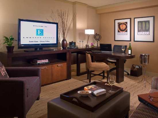 Embassy Suites by Hilton Hotel Santa Clara: Living Room