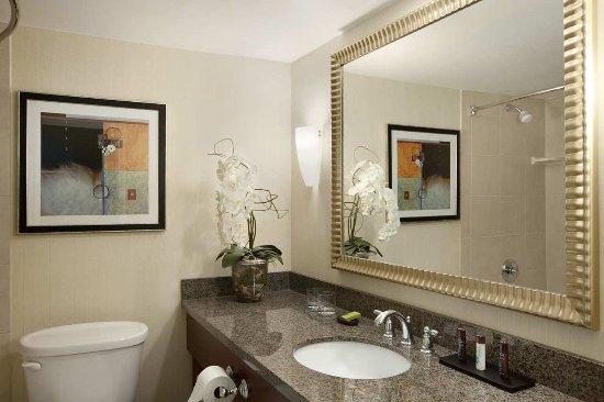 Centennial, CO: Non Smoking King Suite Bathroom