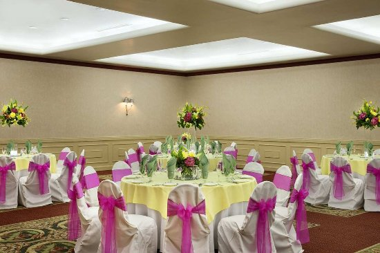 Centennial, CO: Wedding Tables