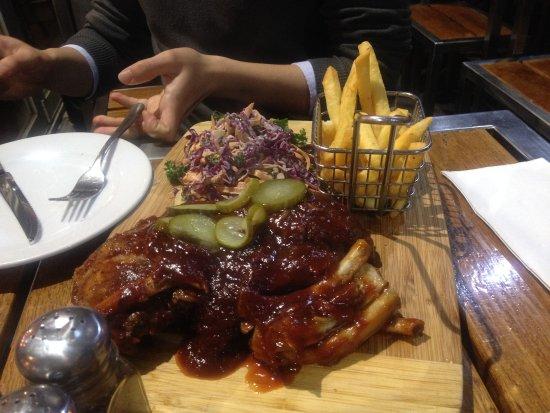 Essendon, Australie : smoked pork ribs