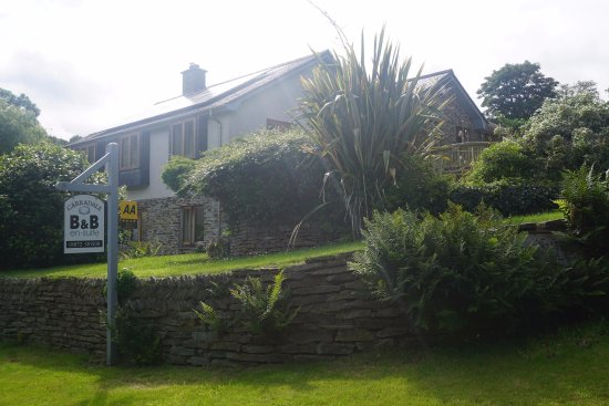 Portloe, UK: The B&B from the road