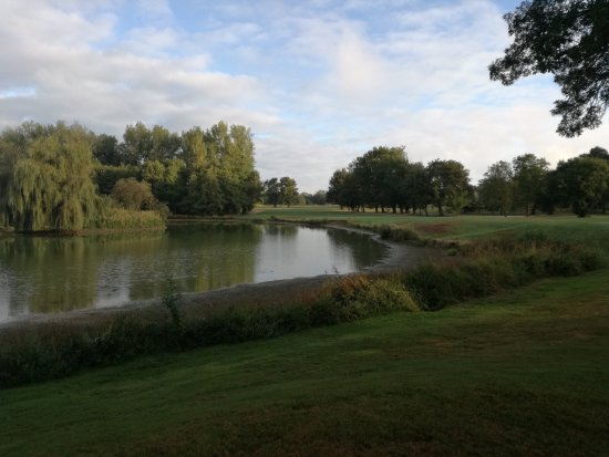Monthieux, Francia: Golf