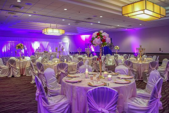 Embassy Suites by Hilton Detroit Southfield: Wedding Set Up with Guest Tables