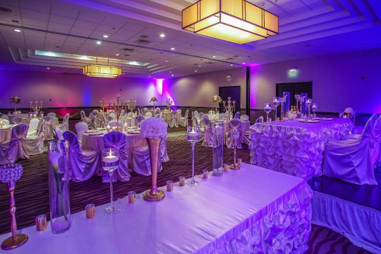 Embassy Suites by Hilton Detroit Southfield: Wedding Set Up with Head Table