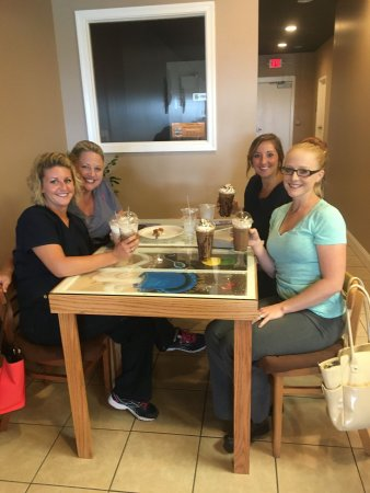 Fishersville, Βιρτζίνια: Friends, food & frappes