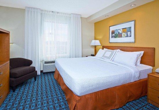 East Ridge, TN: Executive King Suite Sleeping Area