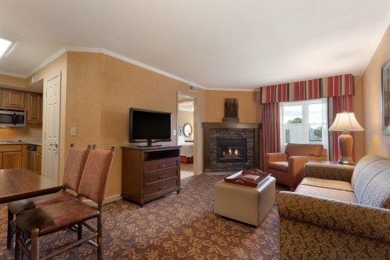 Liverpool, NY: King Firepalce Suite