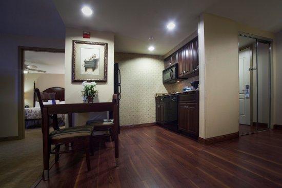 Homewood Suites by Hilton Albuquerque Airport: Suite Kitchen