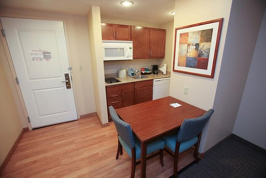 Homewood Suites Orland Park: Kitchen