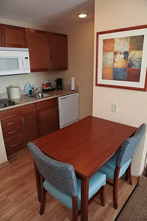 Homewood Suites Orland Park: King Suite Kitchen