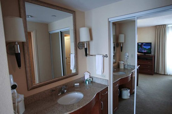 Homewood Suites Orland Park: Vanity Bathroom
