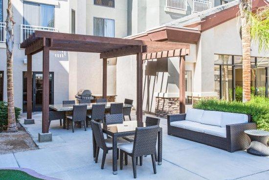Avondale, AZ: Outdoor Sitting Area