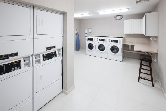 Homewood Suites by Hilton Mahwah: Laundry Room