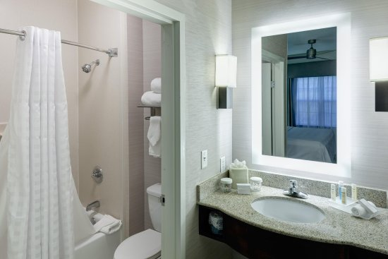 Homewood Suites by Hilton Mahwah: Accessible Tub