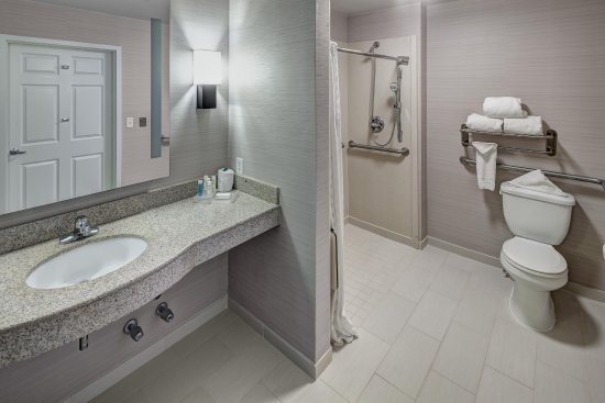 Homewood Suites by Hilton Mahwah: Accessible Roll-In Shower