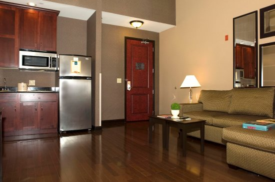 Homewood Suites by Hilton Indianapolis-Downtown: Suite Living/Kitchen Area