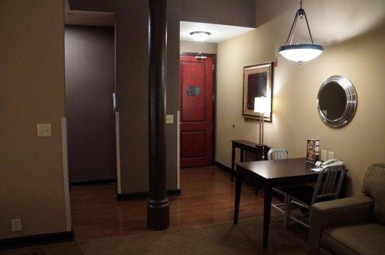 Homewood Suites by Hilton Indianapolis-Downtown : Studio Suite Entrance