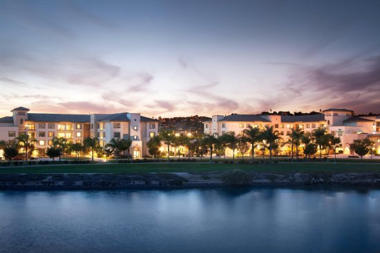 Homewood Suites by Hilton San Diego Airport - Liberty Station: Evening Exterior