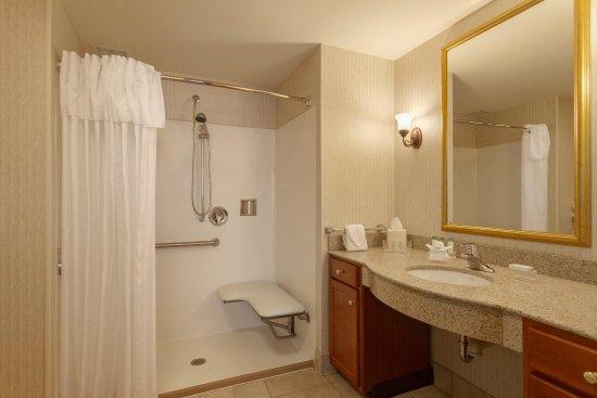 Homewood Suites Harrisburg East-Hershey Area: Accessible Bathroom