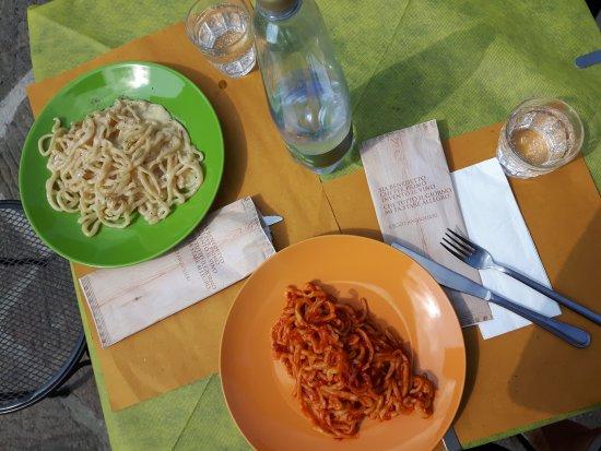 Radicofani, Italy: Pici Cacio e Pepe e Pici all'Aglione