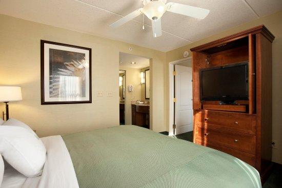 Homewood Suites Holyoke-Springfield/North: Suite Bedroom
