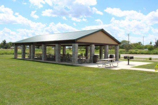 Northwood, Огайо: Shelter at Cedar Creeks Preserve