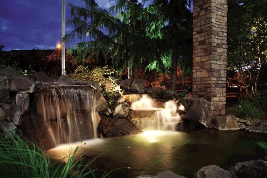 Vancouver, WA: Hotel Exterior Water Feature